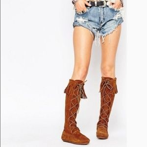 NWOT Minnetonka Front Lace Knee High Suede Boots